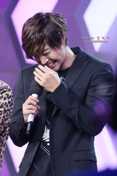 Kim Hyun Joong 김현중 ♡ adorable ♡ laugh ♡ happy ♡ Kpop ♡ Kdrama ♡ ^^ http://en.korea.com/kimhyunjoong/board/photo1028-kim-hyun-joong-on-chinese-variety-show-que-rak-dae-bon-young/