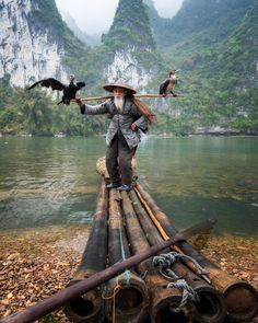 Cormorant fisherman by the Li River China Photography by by naturee Old Fisherman, Art Asiatique, Photo Portrait, Guilin, Wale, Destination Voyage, In China, People Of The World, Amazing Nature