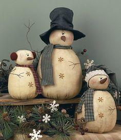 Primitive Rolly Polly Snowmen Set