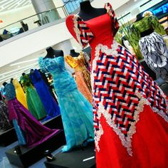 """When we talk about Filipiniana, it does not only refer to the terno, but the national costume of """"baro't saya"""" known in English as blouse and skirt. Modern Filipiniana Dress, Gowns Of Elegance, Blouse And Skirt, Traditional Dresses, Mother Of The Bride, Costumes, Costume Ideas, Dress Outfits, Marie"""