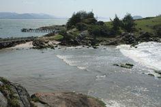 Praia da Armação, em Florianópolis. Visite o BrasilGuias