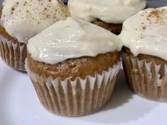 Oatmeal Cupcakes with Cream Cheese Frosting Cupcake Recipes, Baking Recipes, Cupcake Cakes, Dessert Recipes, Muffin Recipes, Cup Cakes, Oatmeal Cupcakes, Oatmeal Cake, Oatmeal Cookies
