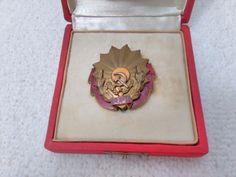 Vintage Romania/Romanian Order of Labor class RSR Medal Pin Badge Military Surplus, Soviet Union, Pin Badges, Romania, Ebay, Collection, Vintage, Vintage Comics