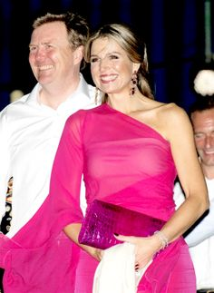 maximazorreguietas:  Queen Maxima and King Willem-Alexander attended a musical performance in their honor, Aruba, May 1, 2015