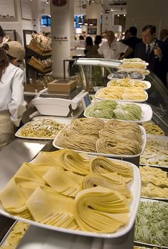 i've been dying to try Eataly NYC for a while now: 200 Ave @ St Best fresh pasta without having to go out and eat. Pasta Bar, Pasta Shop, Slow Food, Pasta Restaurants, Pasta Casera, Italian Pastries, Us Foods, Fresh Pasta, Italian Pasta