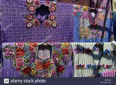 Descargar esta imagen: GUATEMALA Mercado en Santiago de Atitlán, Detalle de un huipil o blusa de mujer con bordados a mano, tejiendo - BEPGDR de la biblioteca de Alamy de millones de fotografías, ilustraciones y vectores de alta resolución.