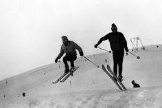 Athletic Skiers Fotografisk trykk hos AllPosters.no