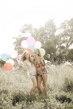 this gave me a great idea to go somewhere with a lot of grass and get a bunch of balloons. perfect <3