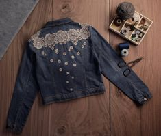 Gone With The Wind Decorated Denim Jacket - Jeansjacke Outfit Girls Denim Jacket, Blue Jean Jacket, Denim And Lace, Denim Top, Denim Fashion, Diy Clothes, Outfit, Fall Jackets, Bomber Jackets
