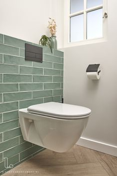 Bad Retro design tiles - Laurens Bathrooms # bathroom inspiration Deciding how much soil to buy can Small Downstairs Toilet, Small Toilet Room, New Toilet, Guest Toilet, Toilet Tiles Design, Bathroom Tile Designs, Bathroom Interior Design, Modern Toilet Design, Small Toilet Design