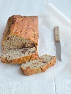 Mooie site ook: Uitpaulineskeuken.nl: gezond bananenbrood:  3 rijpe bananen  3 eieren  100 gr amandelmeel  50 gr quinoa meel  2 tl bakpoeder  50 gr pure chocola  75 gr gemengde noten  30 gr kokos  Snuf zout
