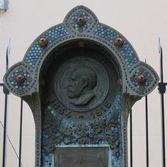 Eglise Saint-Jean de Montmartre (1904), Paris XVIIIe, Monument en hommage à Anatole de Baudot