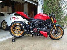 Ducati streetfighter 1098 s Moto Ducati, Ducati Cafe Racer, Ducati Motorcycles, Custom Motorcycles, Cafe Racers, Moto Cafe, Cafe Bike, Ducati Streetfighter S, Bobber