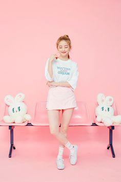 Cute Girl Poses, Cute Girls, Pose Reference Photo, Art Reference Poses, Bora Lim, Korean Photoshoot, Unicorn Fashion, Fashion Model Poses, Standing Poses