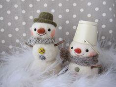 【~のあわん日和~】Feltneedle wool Felt Crafts Diy, Felted Wool Crafts, Felt Diy, Felt Christmas, All Things Christmas, Christmas Crafts, Christmas Ornaments, Wool Dolls, Holidays And Events