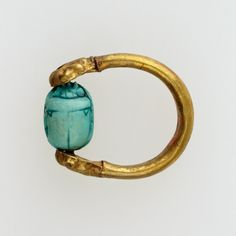 Scarab finger ring (gold and glazed steatite) inscribed with the name of the deity Amun-Re.  Artist unknown; ca. 1000-945 BCE (late 21st Dynasty, Third Intermediate Period).  From the Tomb of Henattawy F at Deir el-Bahari, Thebes; now in the Metropolitan Museum of Art. Gold Finger Rings, Ring Finger, Gold Rings, Ancient Egyptian Art, Gifts For Photographers, Simple Bags, Gold Set, Deities, Antique Jewelry