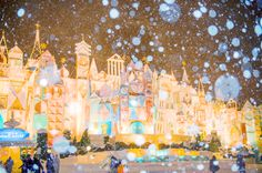 Snow Transforms Tokyo Disney Resort Into a Winter Wonderland 2013