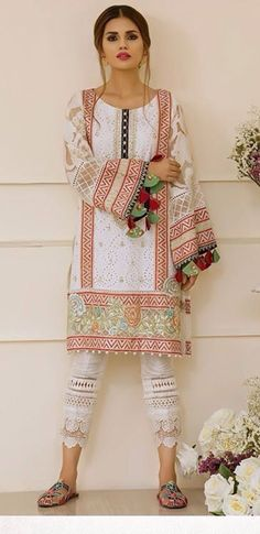 Pakistani Fashion Casual, Pakistani Outfits, Ethnic Fashion, Indian Outfits, Indian Fashion, Girl Fashion, Fashion Outfits, Mode Russe, Casual Dresses