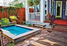 Une mini piscine sur un mini terrasse. Quoi de mieux ?