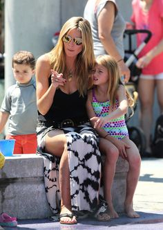 Other hipster mommies take note: Heidi Klum rocks a high slit maxi skirt and gold shades during a play day at the park with her kids.