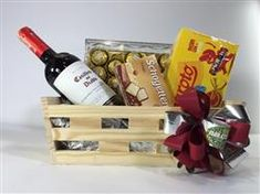Creative Gift Baskets, Creative Gifts, Surprise Gifts, Birthday Wishes, Fathers Day Gifts, Wine Rack, Ideas Para, Holiday, Christmas