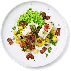 Ovnsbakt torsk med bacon og ertemos er restaurantmat du lager selv - i en fei. Oppskrift på ovnsbakt torsk.