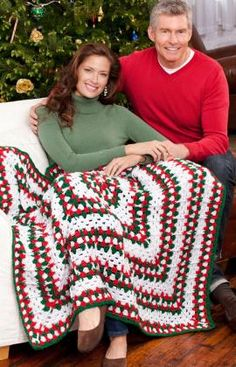 Easy afghan done in the round free pattern instructions - make a great gift or a wonderful throw to show off during the holidays!