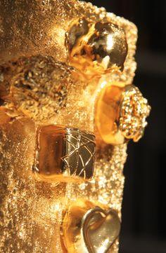 GOLD BRICK series, sculpture by Wang Kaifang, 王开方《金砖》系列雕塑作品