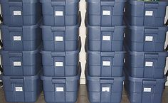 A Great Way To Store Food -August by Ken Jorgustin -There are some advantages of using plastic storage bins for some of your food storage. Survival Food, Homestead Survival, Survival Prepping, Emergency Preparedness, Survival Skills, Survival Stuff, Storage Bins With Lids, Plastic Box Storage, Water Storage