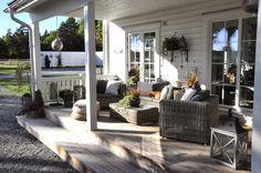 Äntligen klar med räckerna till groventrén och verandan. Nu känns det alltmer ombonad: Groventrén är ofta något man inte tänker på, m...