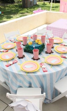 "My daughter loves Peppa Pig, so I planned a Peppa Pig Birthday party. Her favorite episode is called ""Golden Boots"" so I used that episode for my planning. 2 Birthday, Birthday Party Tables, 4th Birthday Parties, Birthday Celebration, Birthday Ideas, Cumple Peppa Pig, Birthday Party Decorations Diy, Pig Party, Festa Party"