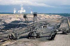 Resursele naturale Resursele naturale, care constituie diverse forme naturale de materie şi energie necesare oamenilor, există ca substanţe în stare solidă (lemn, cărbuni, minereuri, roci de construcţie ş.a.), lichidă (apă, petrol ş.a.), gazoasă (gaze naturale, oxigen, hidrogen, azot ... Sci Fi, Science Fiction