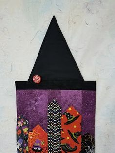 Hexagon quilts and other shapes without pesky little seams. Quilt Patterns Free, Free Pattern, Halloween Table Runners, Hexagon Quilt, Shapes, Seasons, Quilts, Painting, Art