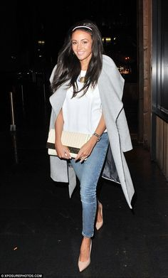 Draping a large-collared grey coat over her shoulders, a la Kim Kardashian, Michelle teamed the look with a simple white top and skinny blue ankle grazer jeans. Night Outfits, Spring Outfits, Casual Outfits, Cute Outfits, Ankle Grazer Jeans Outfit, Winter Fashion Casual, Autumn Winter Fashion, Pub Outfit, Fashion 2017