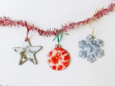 Start with ornament blanks. Add resin, glitter and resin colors. Diy Christmas Ornaments, Christmas Decorations, Resin Tutorial, Diy Earrings, Glitter, Crafty, Color, Ideas