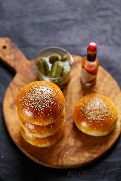 Pains à hamburger - Delicious Foods Homemade Hamburgers, Hamburger Buns, Hamburger Recipes, Delicious Burgers, Yum Yum Chicken, Food Design, Food Truck, Food Photography, Food Porn