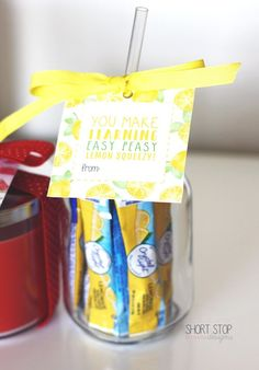 Teacher Appreciation Day Gift Ideas + Printables Mason Jar Gifts, Mason Jar Diy, Teacher Christmas Gifts, Preschool Teacher Gifts, Teacher Treats, Xmas Gifts, Diy Christmas, Teacher Appreciation Week, Volunteer Appreciation