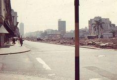 La calle Lima, donde al fondo se divisa el edificio del Ministerio de Obras Públicas, y su cruce con avenida San Juan. Demoliciones por la ampliación de la avenida 9 de Julio. Año 1972. Lima, San Juan, Street, Buildings, Cities, Pictures, Limes