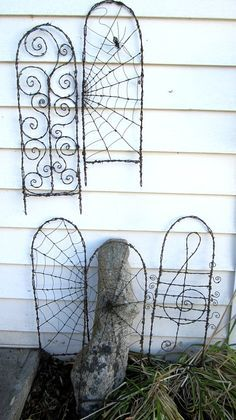 Beautiful Barbed Wire Spider Web Garden Trellis by thedustyraven Barb Wire Crafts, Metal Crafts, Metal Garden Art, Metal Art, Metal Garden Trellis, Wire Spider, Spider Webs, Wire Trellis, Pea Trellis