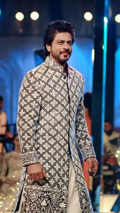 salman khan is most successful actor of this era, even he is the box office king from past 10 years Shahrukh Khan And Kajol, Shah Rukh Khan Movies, Ranveer Singh, Ranbir Kapoor, Bollywood Photos, Bollywood Stars, Bollywood Celebrities, Wedding Dresses Men Indian, Celebrity Wedding Dresses