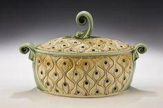 Oval Casserole, light green and tan Copper Tub, Pottery Designs, Pottery Ideas, Copper Lighting, Play Clay, Handmade Pottery, Ceramic Pottery, Casserole, Stoneware