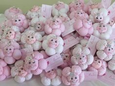 Pink And White Shoe Favors With Stand / Unique Baby Shower Centerpiece / Baby Girl Favors Yarn Dolls, Felt Dolls, Fabric Dolls, Felt Crafts Diy, Doll Crafts, Fun Crafts, Kids Notes, Sewing Projects, Projects To Try