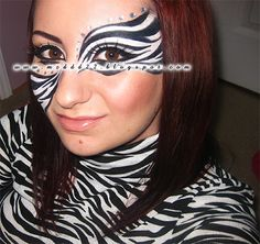 Zebra Eye Makeup instant eye shadow 1 pair Pink Zebra Woman with zebra stripe eye CRAZY CREATIVE MAKEUP! the zebra eye make up? Zebra Makeup, Animal Makeup, Mask Makeup, Eye Makeup, Zebra Face Paint, Make Up Yeux, Halloween Makeup Witch, Halloween Ideas, Halloween Costumes