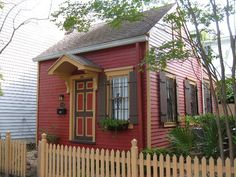 """The """"smallest"""" house in Savannah! (Hint: it's available as a vacation rental)   PERFECT colors!!!!!"""