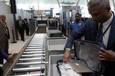 米ケリー長官、今後 米国発着すべての航空便でノートPCの客室内持ち込み禁止の可能性があると見方を示した。預け荷物にいれるのもダメなら現地でレンタルPC業流行る。 https://shr.tc/2rMD8Kv