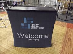 Small Guest services table or info desk Church Lobby, Church Foyer, Church Interior Design, Church Stage Design, Kids Church Decor, Church Ideas, Church Welcome Center, Youth Group Rooms, Info Desk