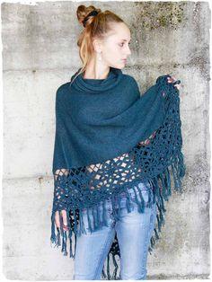 Poncho Tamara - Ponchos per donna shop online Crochet Scarves, Crochet Shawl, Diy Crochet, Crochet Top, Alpaca Poncho, Alpaca Wool, Ladies Poncho, Crochet Projects, Winter Outfits