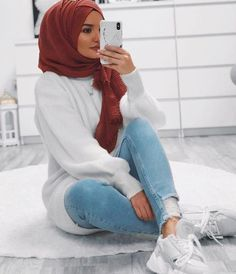 Muslim Fashion 656681189402362924 - I've worn this FAUX Fur coat the past 3 days in a row. This was last nights outfit running errands. 2 people wanted to pet… Source link Source by Modern Hijab Fashion, Street Hijab Fashion, Hijab Fashion Inspiration, Islamic Fashion, Muslim Fashion, Modest Fashion, Casual Hijab Outfit, Hijab Chic, Casual Outfits