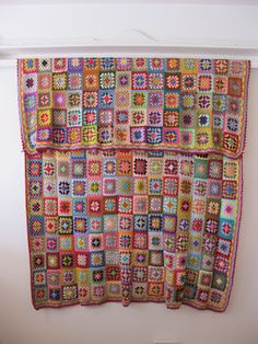 LOVE this blanket. Made by Lynnie from Calico & Ivy Perth @Geneive Hoppner you could do the little squares in the summer and then put it together in winter?