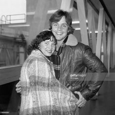 Mark Hamill, Luke Skywalker in Star Wars, at Heathrow Airport with his wife Marilou. Hamill was in London to start work on the Star Wars sequel, The Empire Strikes Back. Star Wars Cast, Star Wars Film, Star Wars Poster, Mark Hamill Wife, Mark Hamill Luke Skywalker, Star Wars Pictures, Star War 3, The Empire Strikes Back, Star Wars Humor